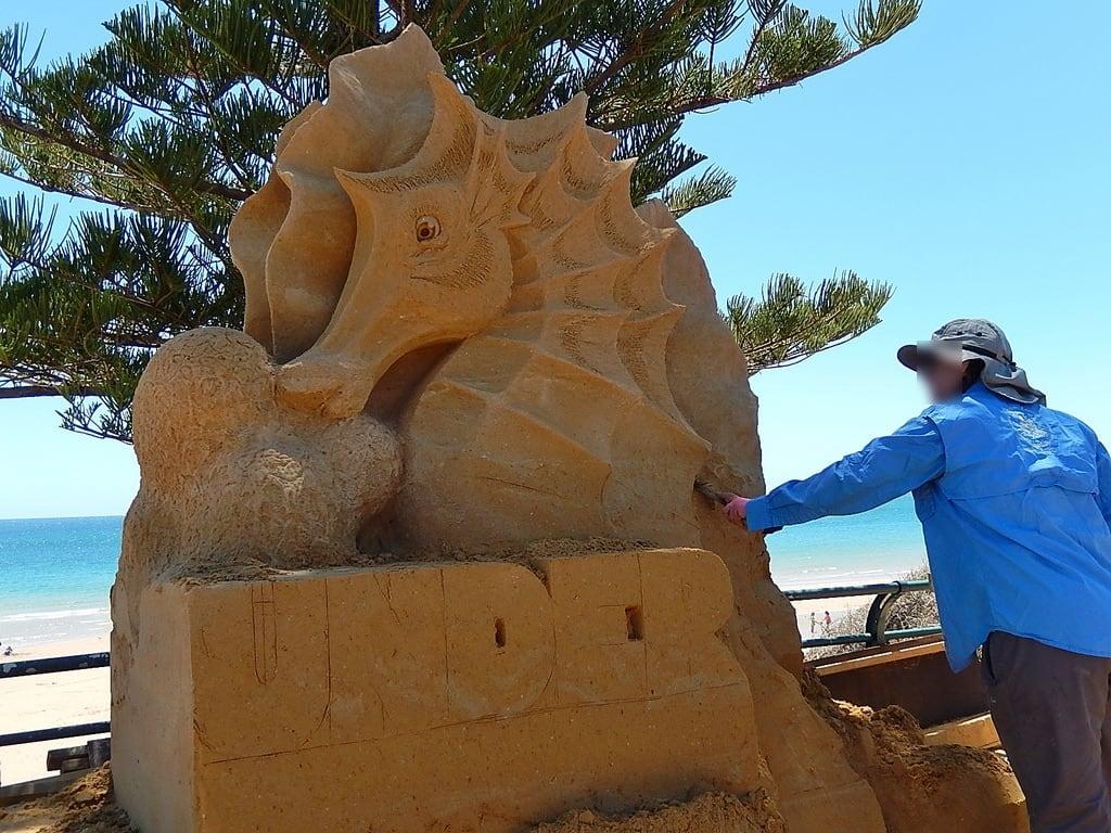 Obraz Plaża o długości 2283 m. seahorse craft publicart sandsculpture sculptor christiesbeach