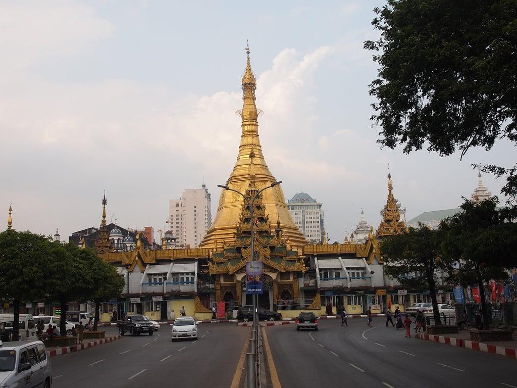 "Imagen de Sule Pagoda. travel nature asia flickr yangon culture natuur buddhism temples myanmar birma pagodas rangoon cultuur reizen azië ""paul travel"" arps ""olympus 2013 ""adventure paularps arps"" epl"""