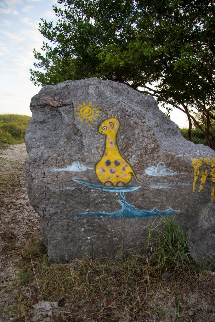 Jabberwock Beach の画像. grafitti caribbean antiguabarbuda jaberwocky jaberwockbeach