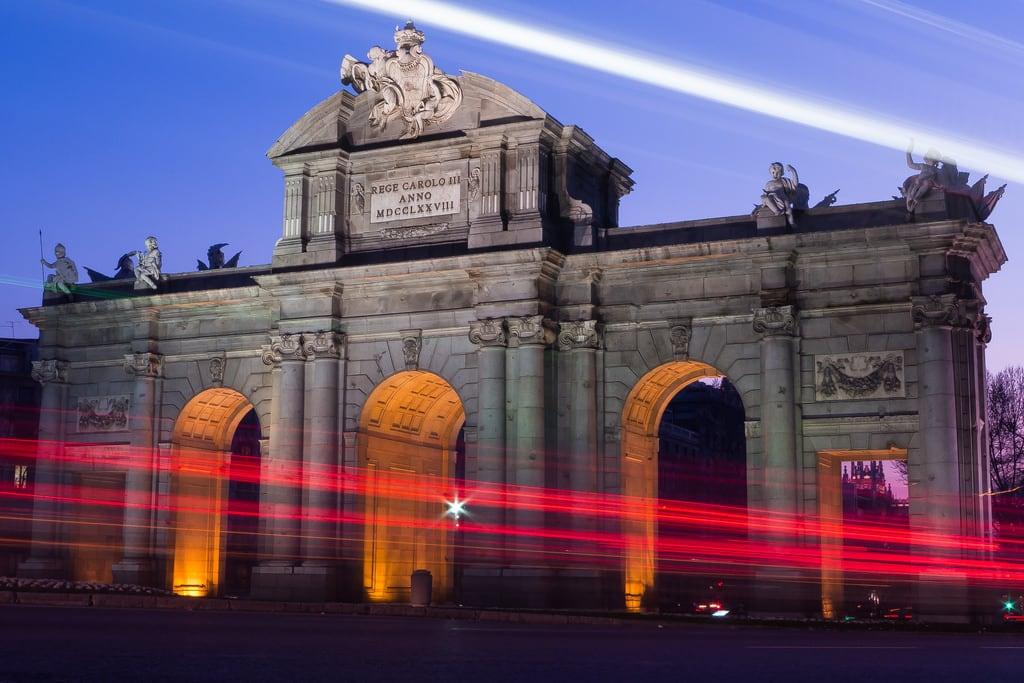Bild av Puerta de Alcalá. madrid españa night atardecer arquitectura nocturna urbana bluehour comunidaddemadrid horaazul