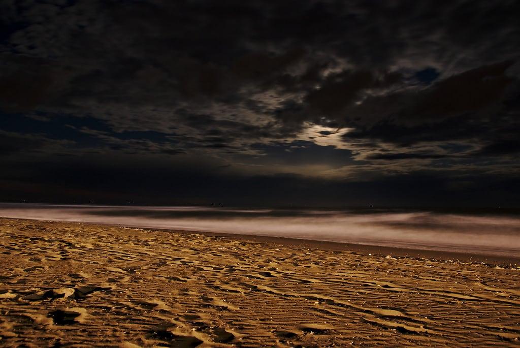 Obrázek Pláž s délkou 2730 metrů. longexposure sea moon beach night clouds sand wave cavallino