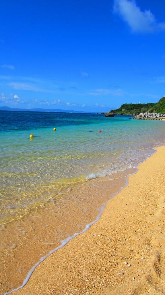 Hình ảnh của Ikei Beach (伊計ビーチ) Ikei Beach. ocean bridge red cliff beach japan island asia 日本 okinawa 沖縄 ryukyu shisa tetrapods ikei ikeijima uruma