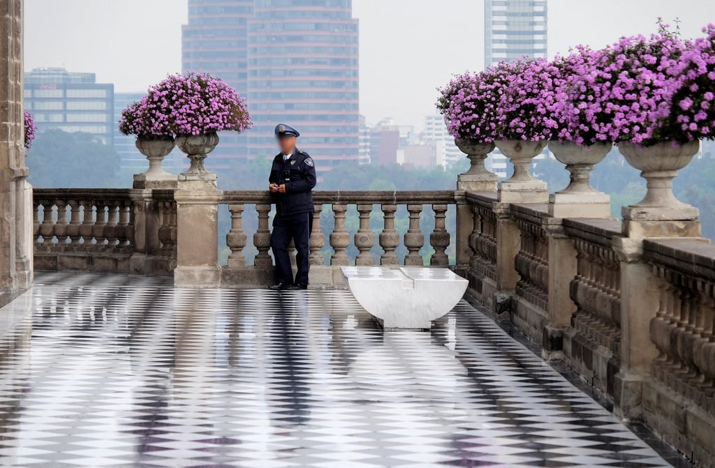 Image of Castillo de Chapultepec. flowers mexico mexicocity guard chapultepec policeofficer dscf6536