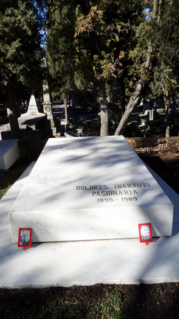 תמונה של La Pasionaria. madrid de la almudena cementerio laalmudena lapasionaria