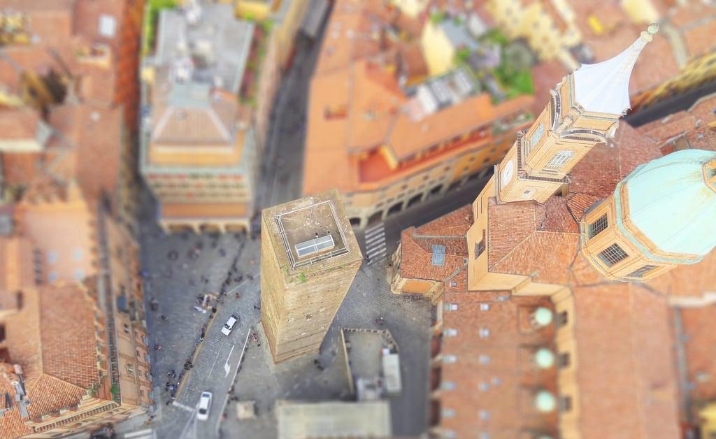 Hình ảnh của Torre degli Asinelli. tower miniature model torre fake bologna plastico miniatura tiltshift modellino faketiltshift effettomodellino effettoplastico effettominiatura