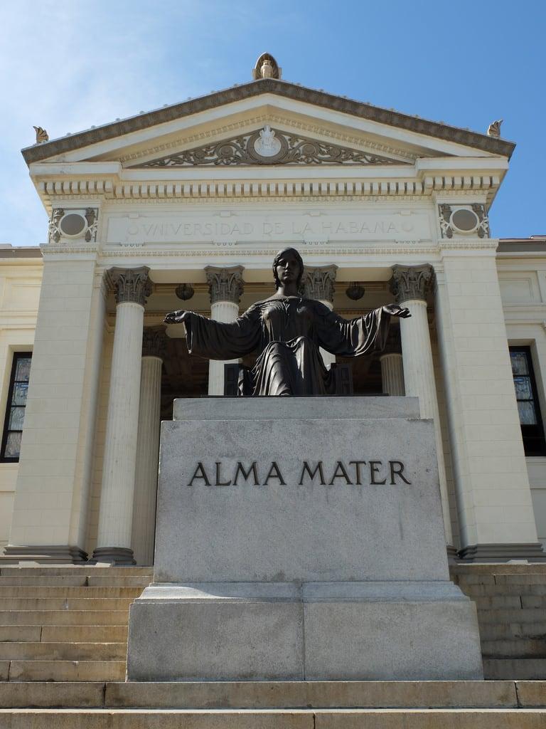 Image of Alma Mater. havana cuba estátua lahabana escadaria almamater universidaddelahabana