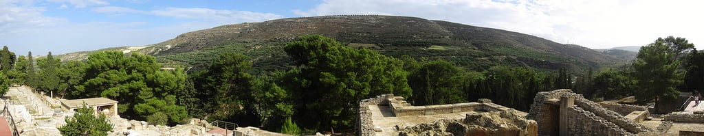 Bild von Knossos Palace. panorama history archaeology bronze site europe palace greece age crete restored civilization archaeological mythology myth heraklion knossos minoan rebuilt reconstructed minos mycenaean