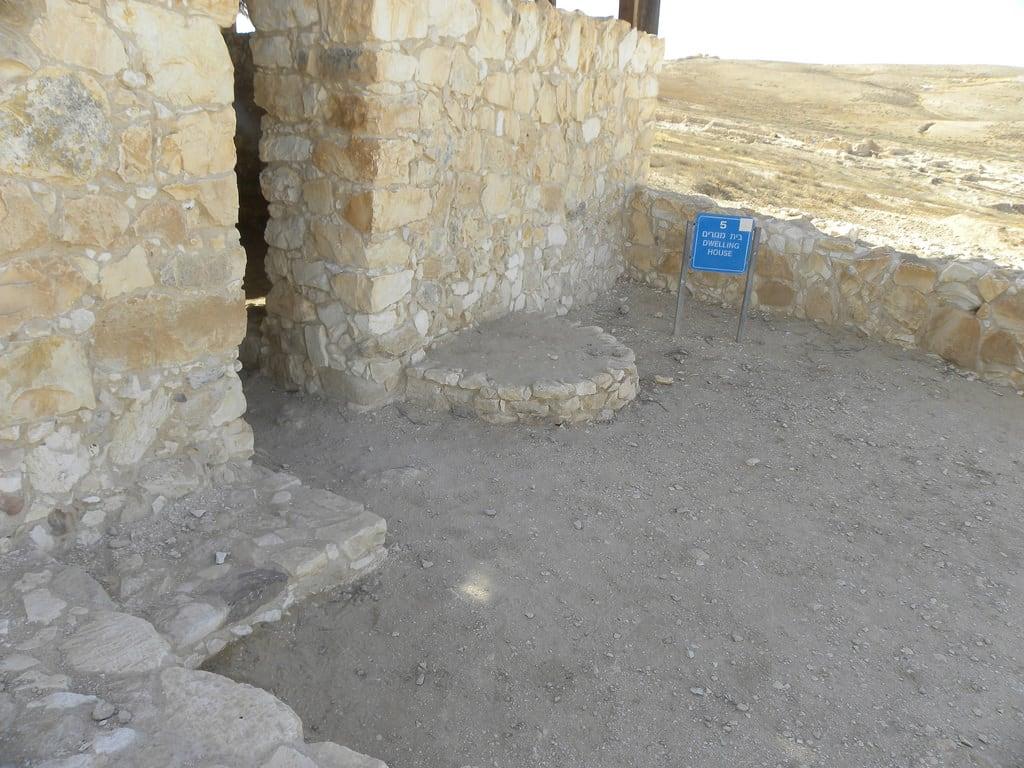 תמונה של תל ערד. houses archaeology cities negev arad 2011 earlybronzeage telarad ianwscott israeltour2011