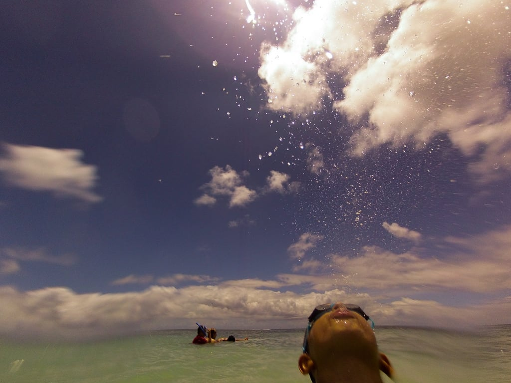 Hình ảnh của Torii Beach (トリイビーチ) Sandy beach. japan yomitanson okinawaken