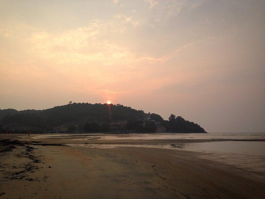 Pantai Cherating Homokos strand képe. beach sunrise malaysia cherating