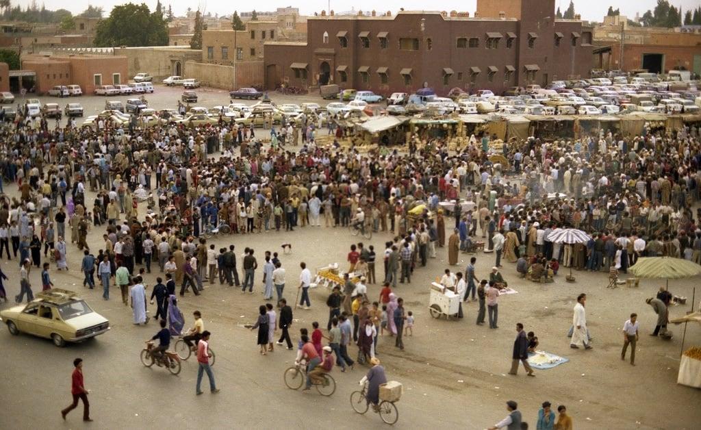 صورة ساحة جامع الفناء. djemaaelfna marrakesh morocco 1988 exfordy
