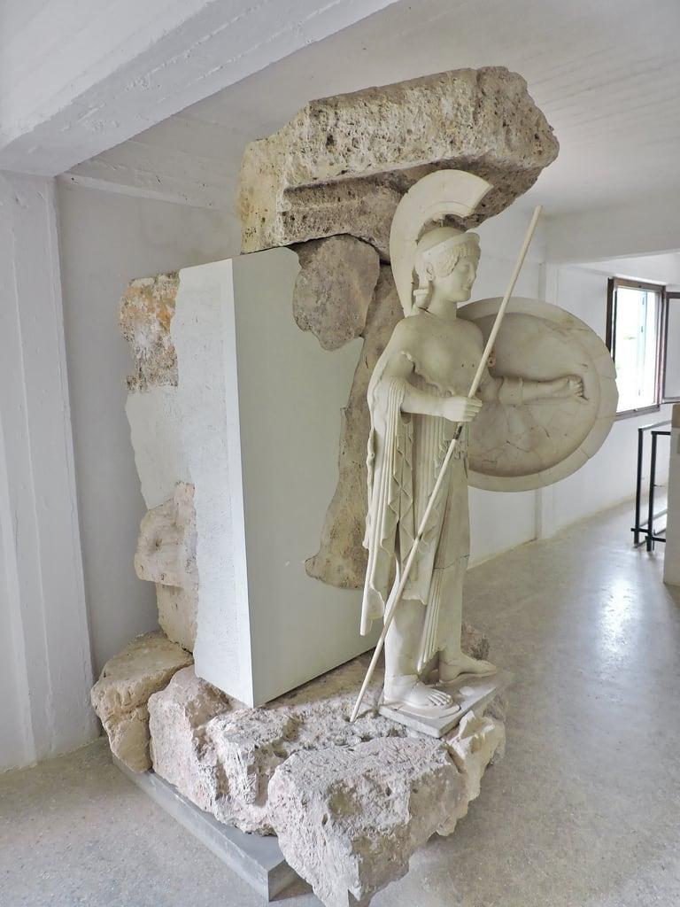 Bild von Temple of Aphaea. aigina アイギナ島 エギナ島 ギリシャ aegina αίγινα aphaea greece ancient greek sculpture athena goddess アテーナー αθηνά