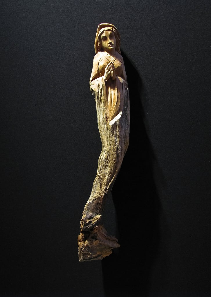 Imagine de Santa Maria delle Grazie. wood woman praying figurine santamariadellegrazie