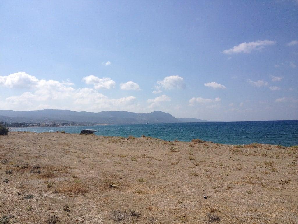Bild av Arsinoe Village beach Stranden med en längd på 2073 meter.