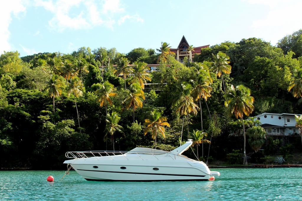 Kuva Marigot Beach. ocean blue sky house beach playground st bay yacht outdoor famous rich sunny front lucia caribbean luxury stlucia oprah marigot winfrey konomark