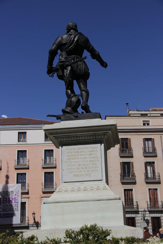 Monumento a Álvaro de Bazán की छवि. madrid plazadelavilla monumentoadonálvarodebazán monumentoabazán httpswwwflickrcomgroupsmadridcitymola