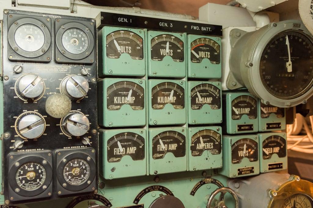 Bild av USS Bowfin nära 'Aiea. submarine gauge ussbowfin