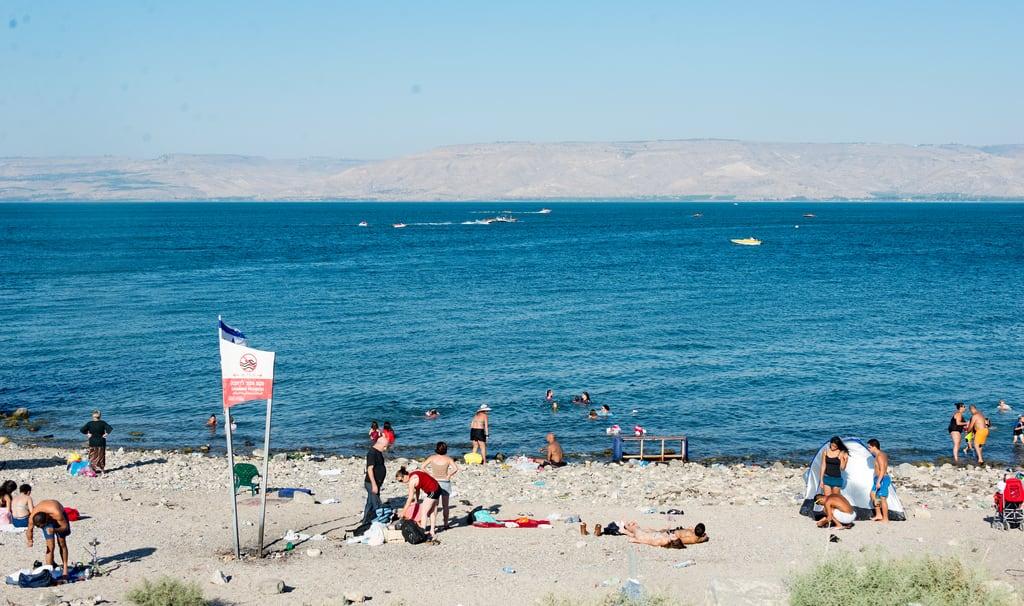 תמונה של public beach. israel seaofgalilee tiberias tverya northdistrict il