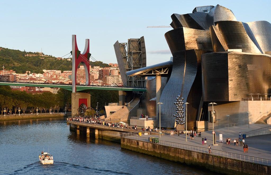 Imagine de Pedro Arrupe. guggenheim bilbao puentedelasalve nervión paísvasco basquecountry españa spain