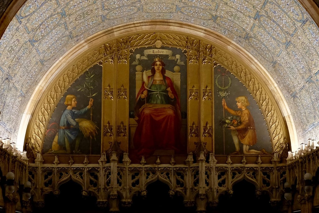 Attēls no Woolworth Building. art mural labor allegory woolworth building manhattan nyc painting personification 1913 triptych