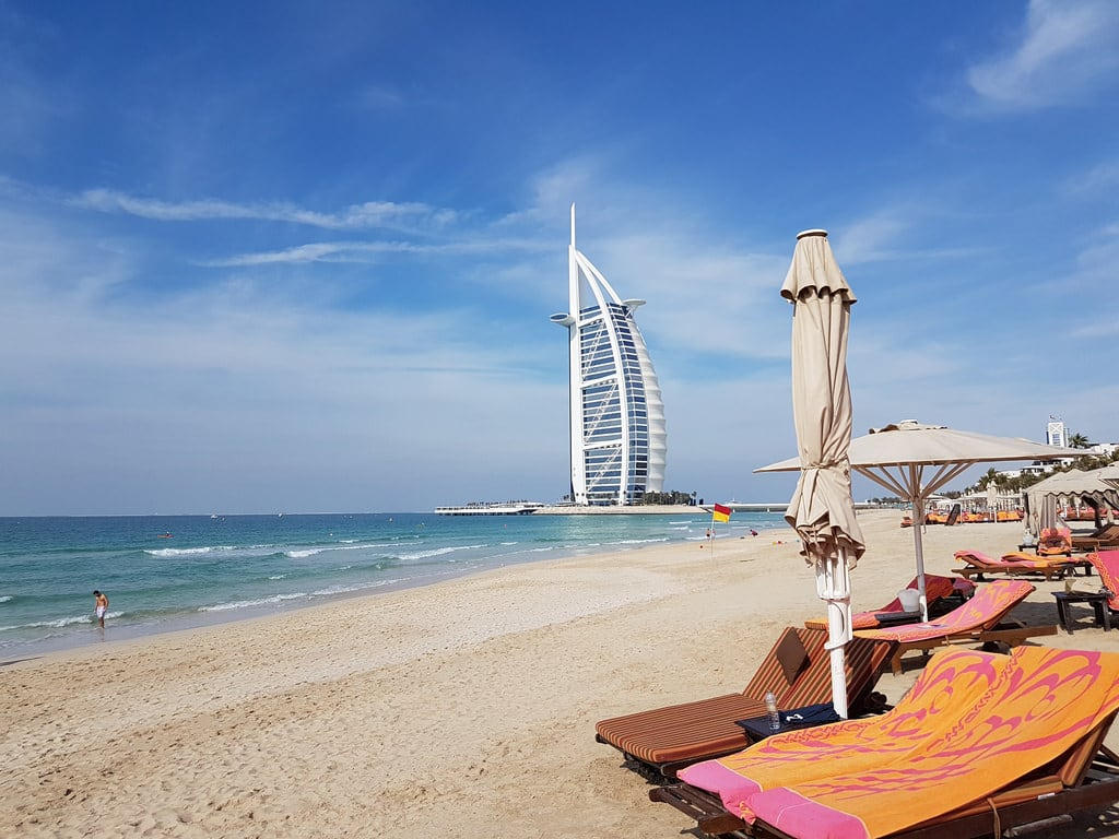 Dubai 海滩与 1568 米的长度 的形象.