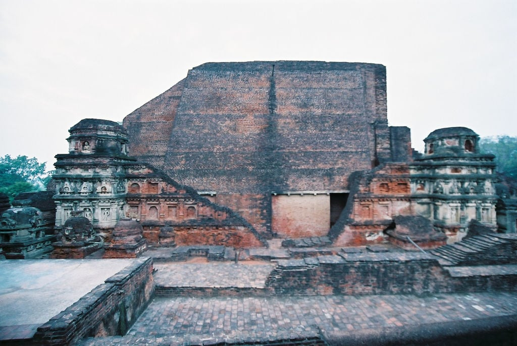 Hình ảnh của Nalanda University ruins gần Silao. travel india geotagged buddhism bihar インド nalanda 仏教 佛教 wikimediacommons geo:lat=25134901368689953 geo:lon=8544246554374695