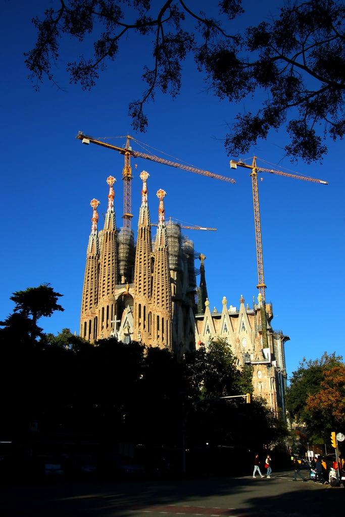 Basilica de la Sagrada Família जवळ Gràcia की छवि. barcelona barcelone sagradafamília templeexpiatoridelasagradafamília temploexpiatoriodelasagradafamilia gaudi catalunya cataluña catalonia catalogne españa espagne spain spanien giåm guillaumebavière