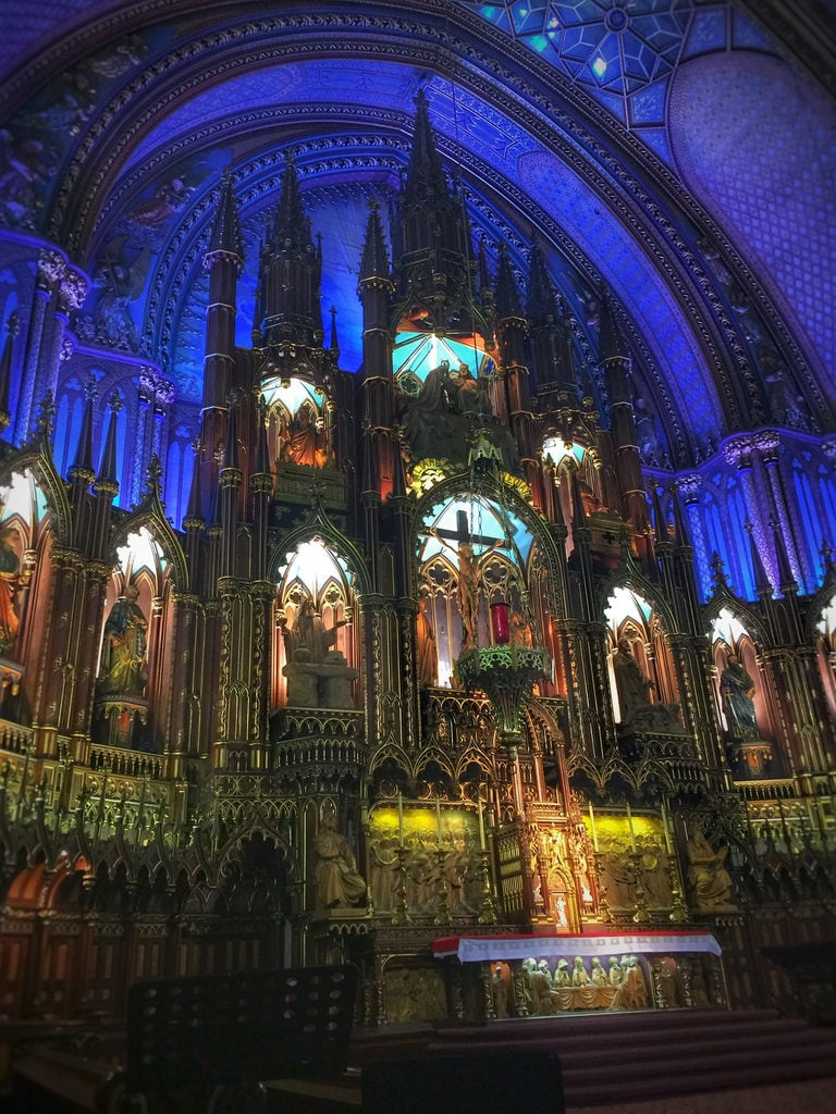 Notre-Dame Basilica の画像. iphonology iphoneology iphone religion catholic religious beautiful beauty woodwork architecture gothicrevival canada quebec oldmontreal church basilica notredame