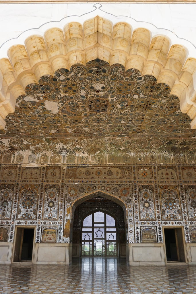 Attēls no Lahore Fort. pakistan lahore fort shish mehal sha burj punjab muhjal emperor palace 1700s mirrors crystal inlay pietra dura sony a6000 mosaic gate architecture stone white marble arch