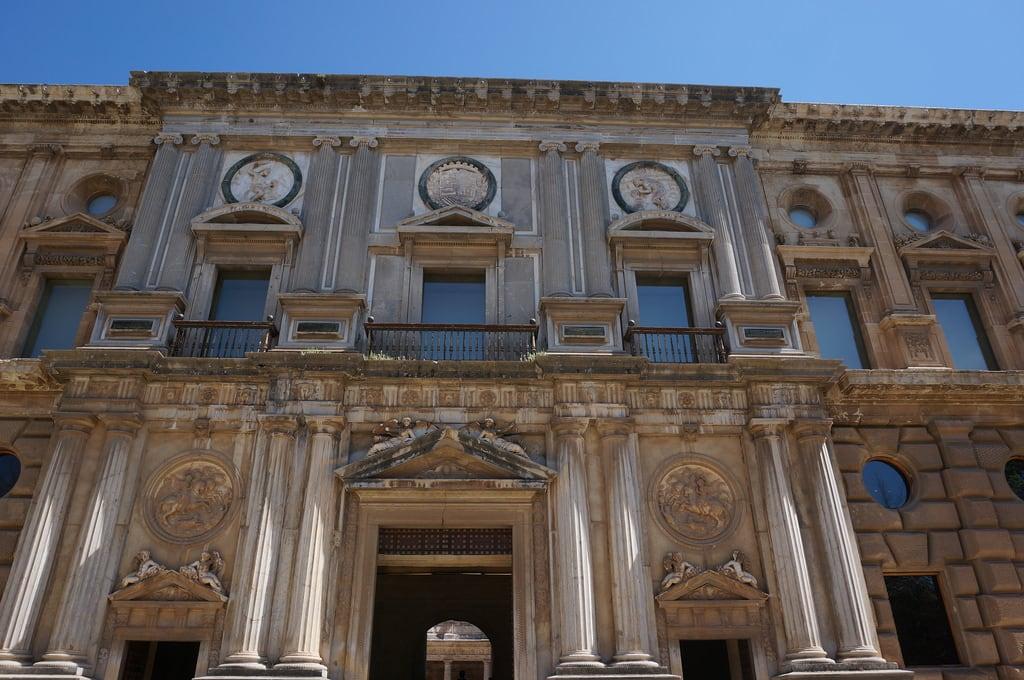 Billede af Palace of Charles V i nærheden af Granada. file:md5sum=d4746be00c02e2ebca097c2648e7ca18 file:sha1sig=9852e47e28b78b5ac9c3b9d7aed999ad78ecc848 spain andalusia