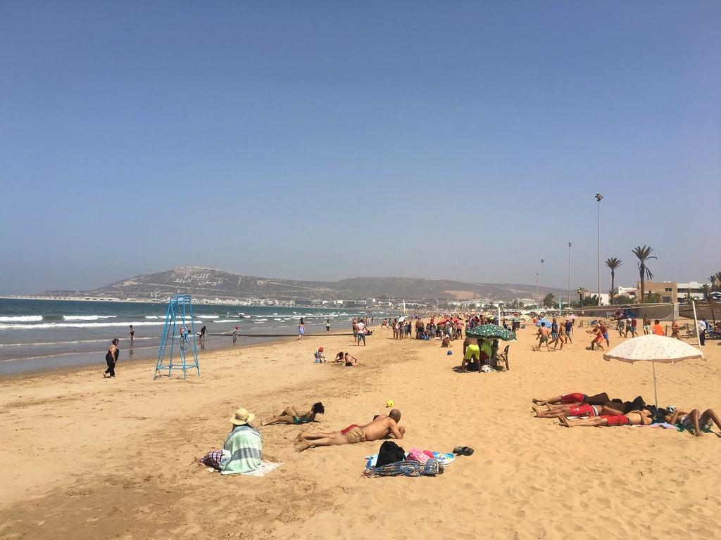 Imagine de Plage d'Agadir. agadir amadilbeachhotel soussmassa marokko mar campingaourir morocco