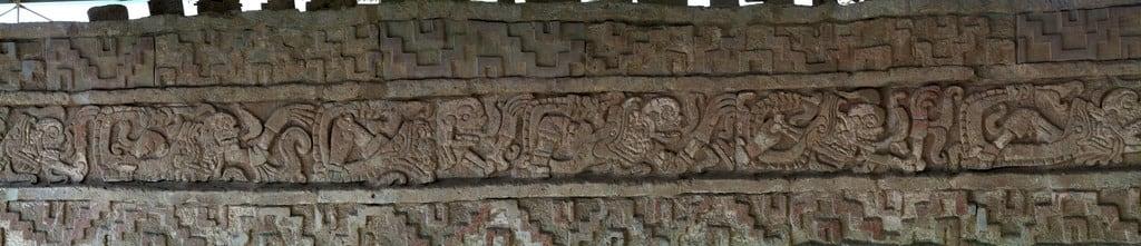 Imagine de Tula. serpents skulls tula toltec