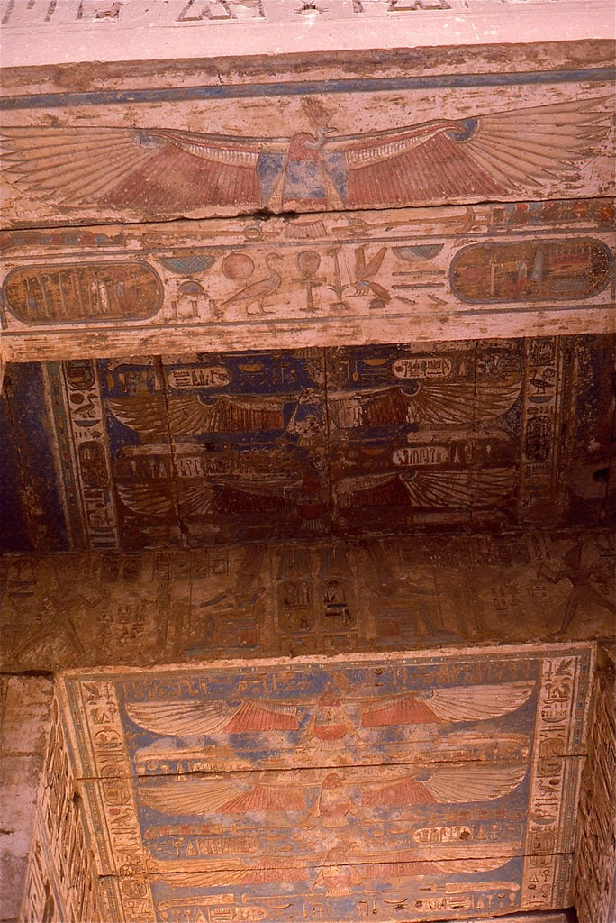 Medinet Habu の画像. medinethabu luxor egypt ramsesiii temple ceiling pylon