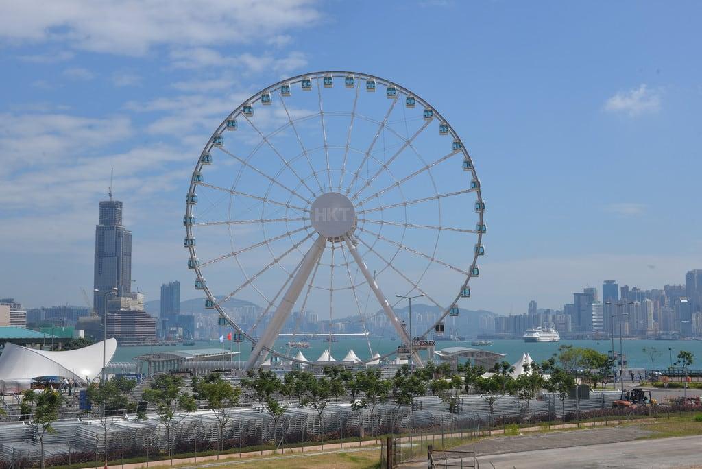 תמונה של The Hong Kong Observation Wheel. ferriswheel hongkongobservationwheel wanchai hongkongisland hongkong nikond610 nikkor50mmƒ14afd geotagged