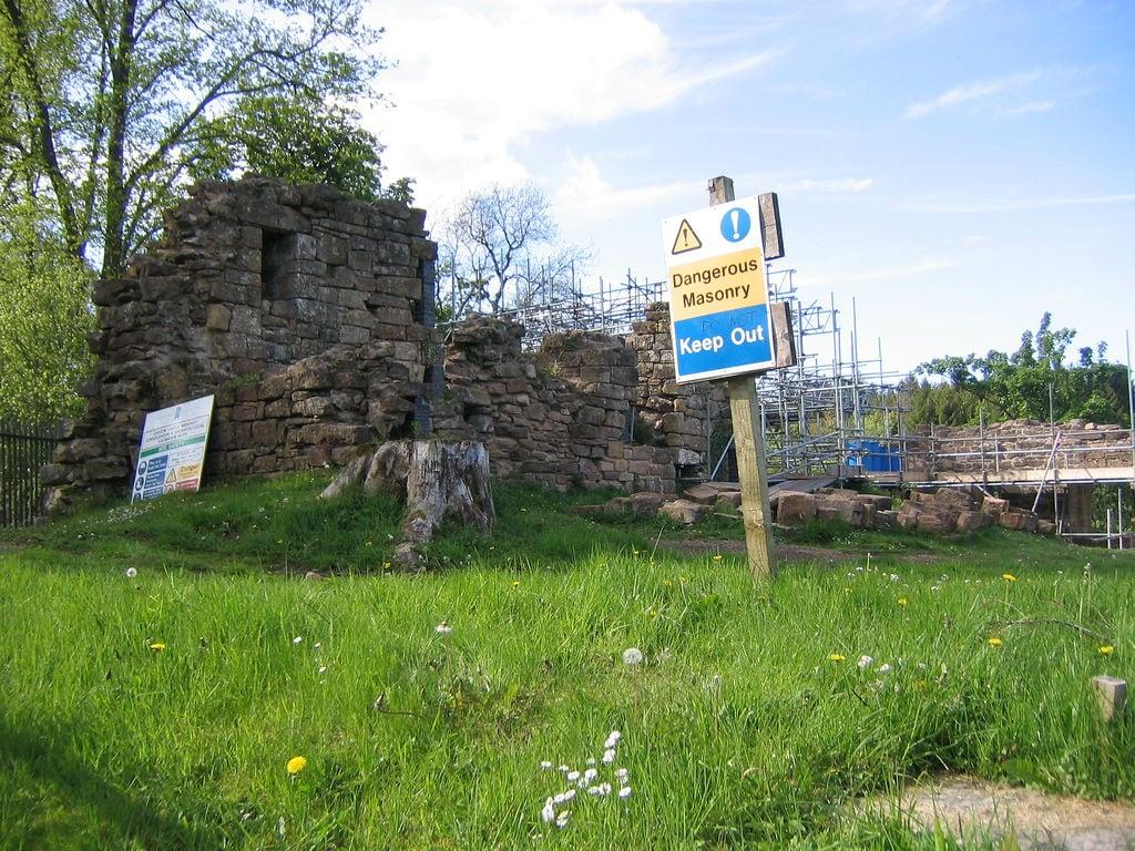 Изображение Cadzow Castle (ruin). chatelheraultpark scotland ruins cadzowcastle