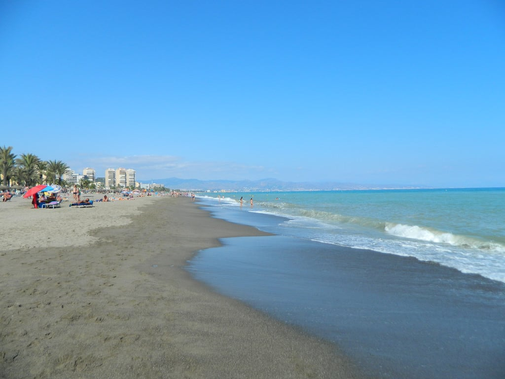 Изображение на Playa de Playamar Плаж с дължина от 4251 м. beach costadelsol torremolinos spain 2017