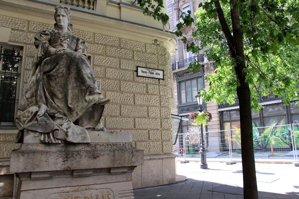 Image de Veres Pálné. budapest budapešť boedapest budapeszt hongrie hungary maďarsko ungarn hungría ungheria magyarország hongarije węgry hungria ungern august2017 statue monument artwork györgykiss kiss károlykiss