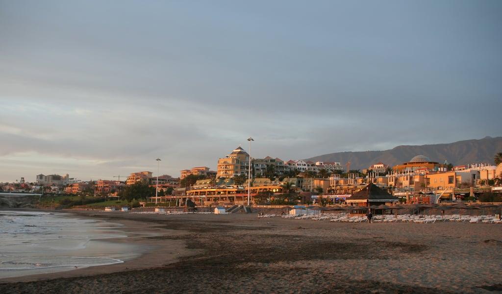 Image de Playa de Fañabe près de Playa de las Américas. tenerife fanabebeach evening hisgett canaryislands canary islands spain