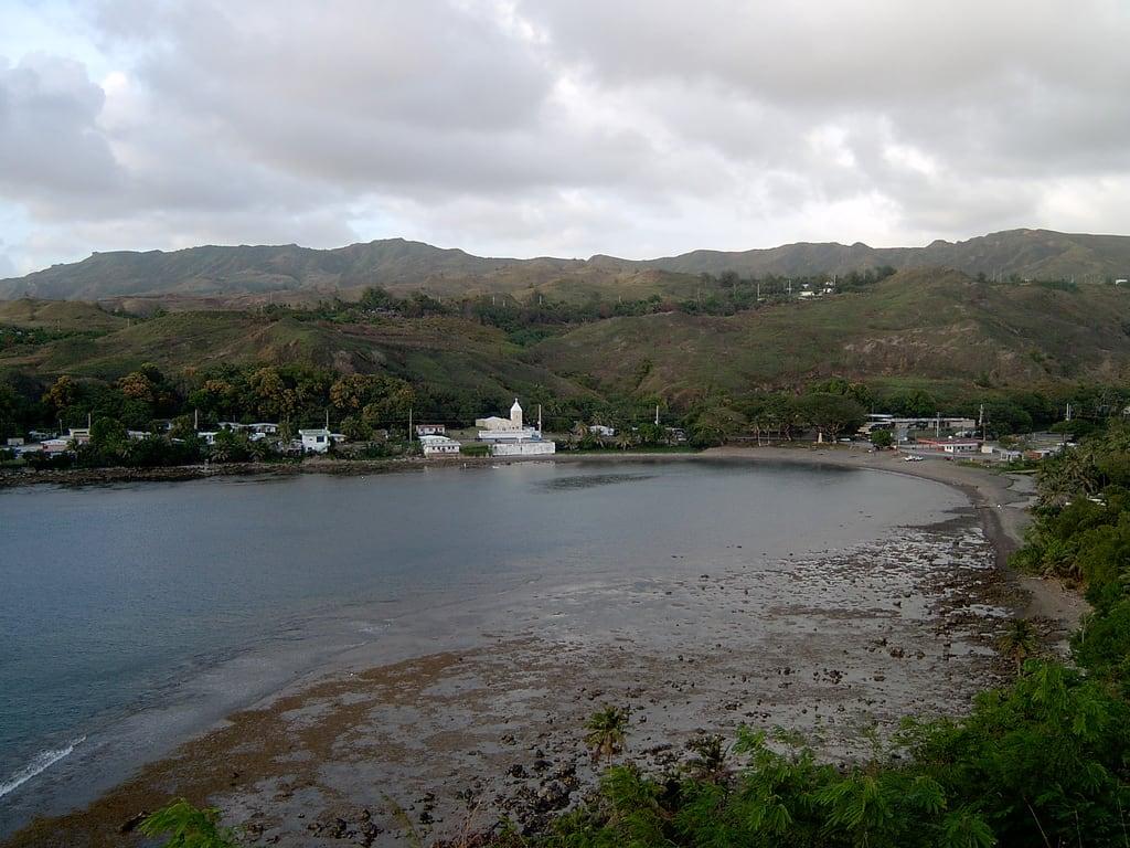 Изображение Fort Soledad вблизи Umatac Village. bay guam umatac fortsoledad