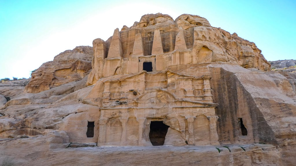 Bild von Obelisk Tomb. petra jordanië المملكةالأردنيةالهاشمية jordan raqmu البتراء لواءالبتراء maangovernorate jo
