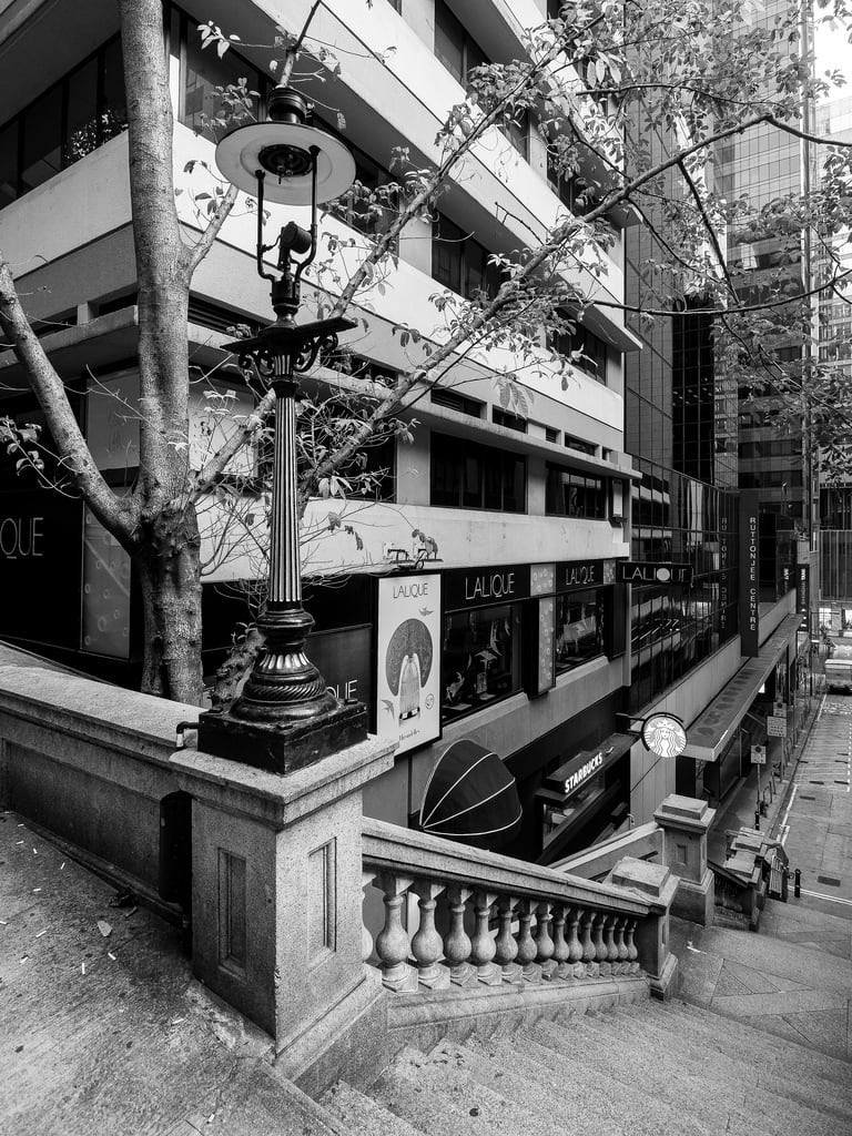 Bilde av Duddell Street gas street lamps. asia duddellstreet hongkong abroad blackandwhite china city fareast gaslamps holiday holiday2018asia lamps outdoors stairs steps street vacation