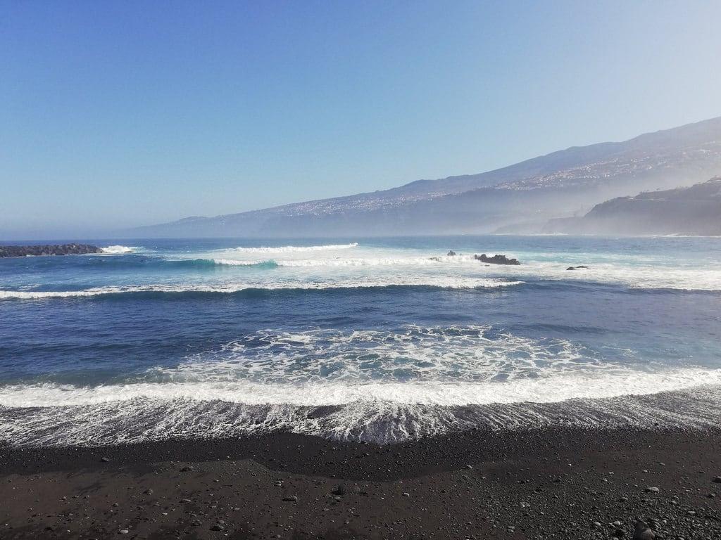 Playa Martiánez görüntü. puertodelacruz tenerife 2018 beach sand sea winter blacksand