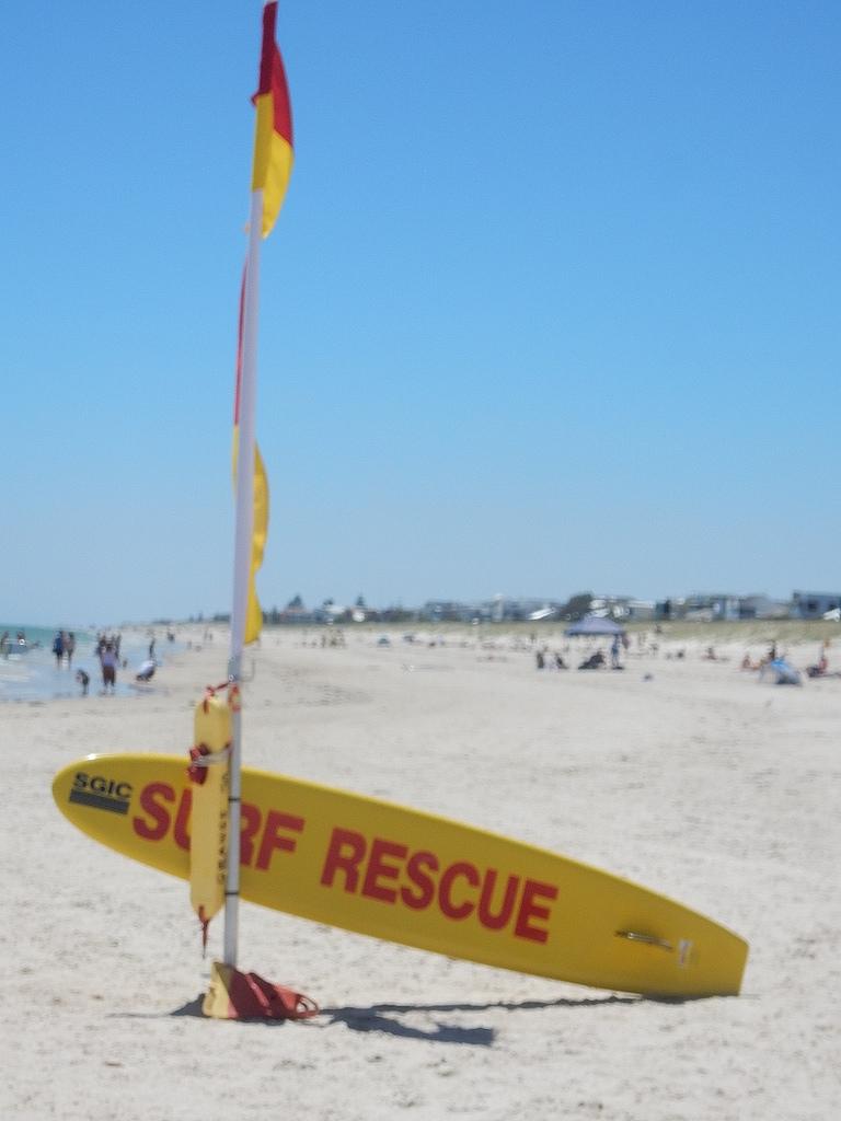 Obraz Grange Beach. beach surfboard surflifesavers flag sign spacious empty grange