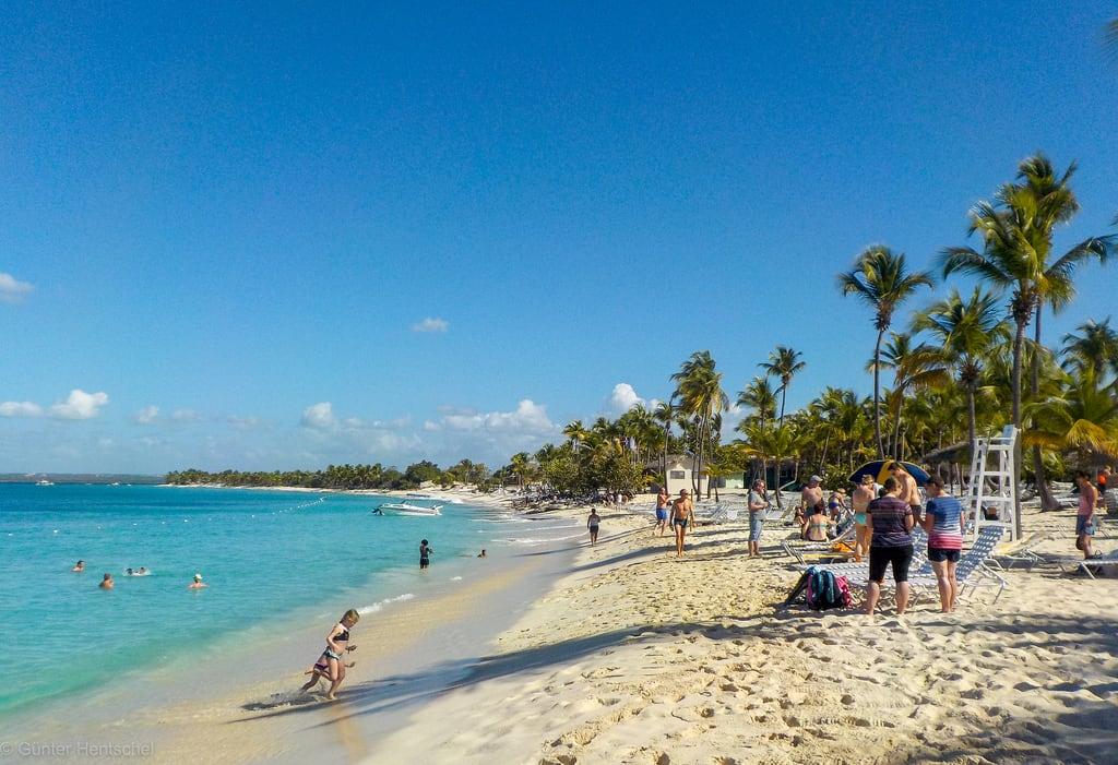 Imagen de Playa Catalina. aida aidadiva karibik dominikanischerebublik domrep islacatalina insel sonne sonnenschein strand meer schiff schiffe schiffsreise hentschel flickr nikon nikoncoolpix ausflug