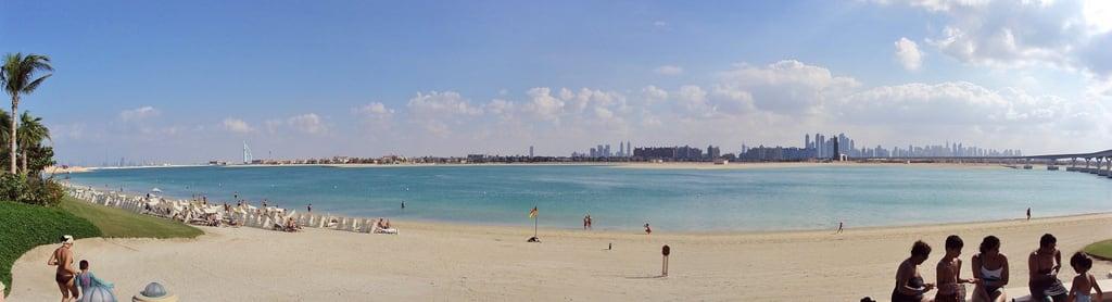 תמונה של Aquaventure Beach. landscape al dubai atlantis arab burj duabai