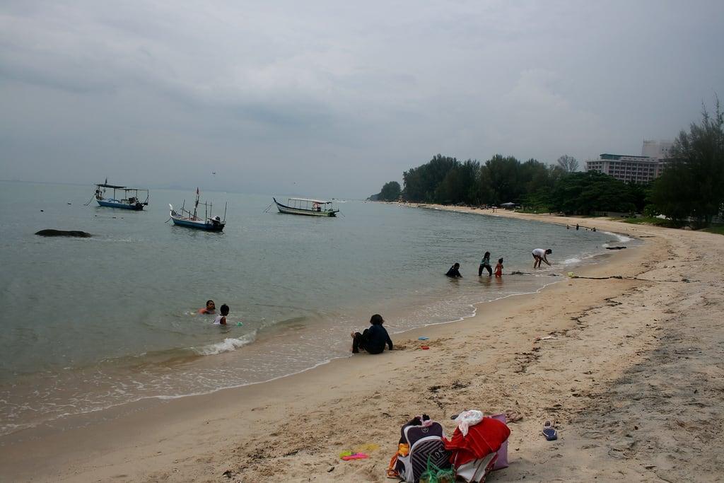 Sakinah Beach 946 Méter hosszú strand képe. people food beach kids canon photography eos fisherman village outdoor great best explore malaysia penang kampung pulau pantai nasi teluk kandar pinang nelayan bahang