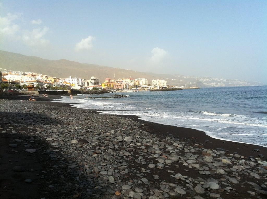 El Charquito De Candelaria 362 Metre uzunluğunda plaj görüntü. islands holidays tenerife canary candelaria