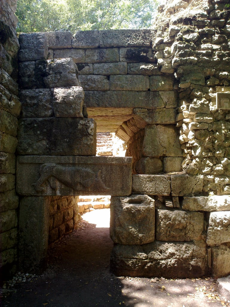 Image of Lion Gate. albania lionsgate butrint archeologicalsite shqipëri republicofalbania shqipëria shqipnia republikaeshqipërisë n868mp shqypnia