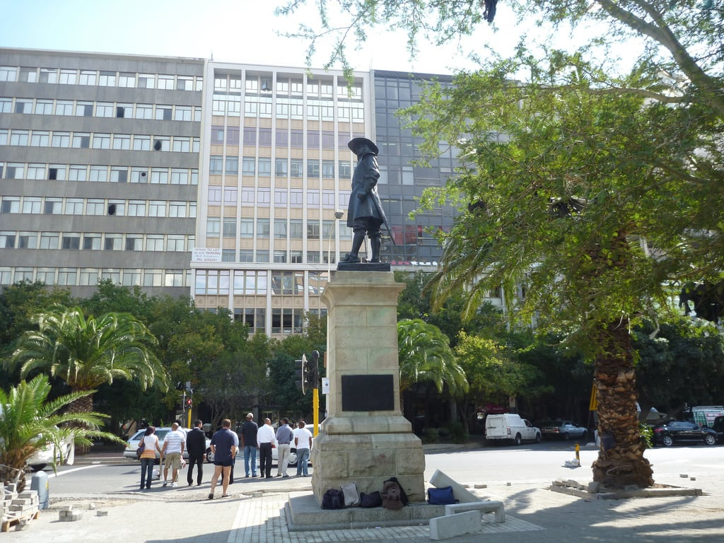 Cecil John Rhodes 의 이미지. park trees building monument bicycle architecture southafrica tour map capetown guide ceciljohnrhodes ostrichfarm