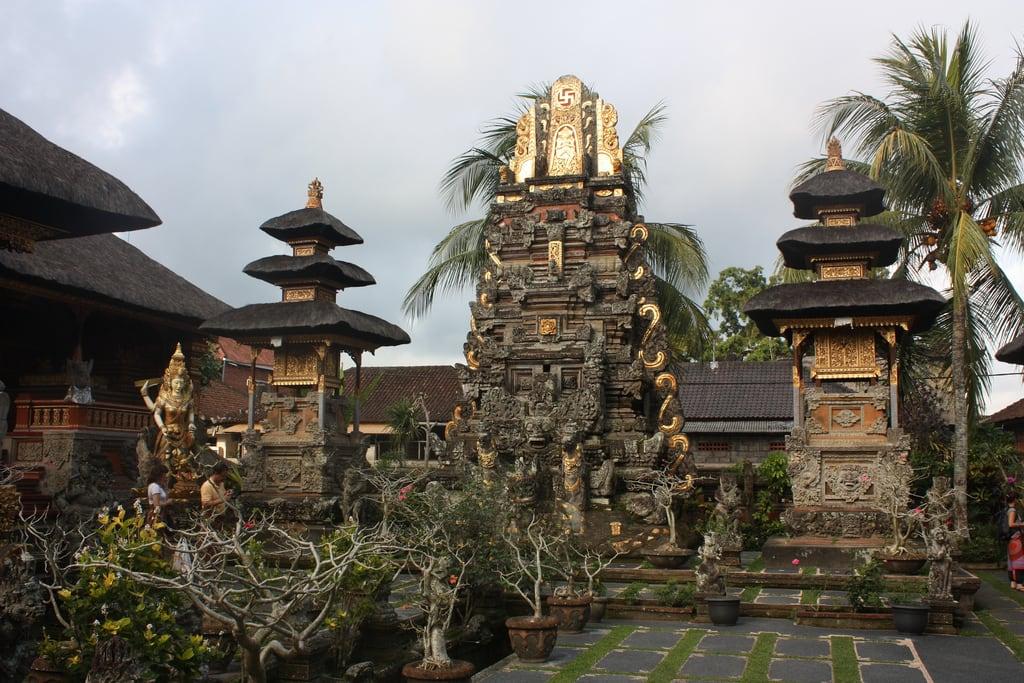 Εικόνα από Saraswati Temple. ubud puratamansaraswati pura tamansaraswati temple bali indonesia saraswati 2011